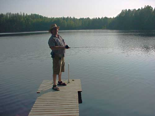 fishing vissen summer cottages zomerhuisjes - skandinavia - skiing, snowboarding, dogsleds, snow mobiles, trekking, fishing, swimming and sauna holidays - vacations in your own cottage in south east Finland - summer, fall, autumn, winter and spring at Penttilä Gardens